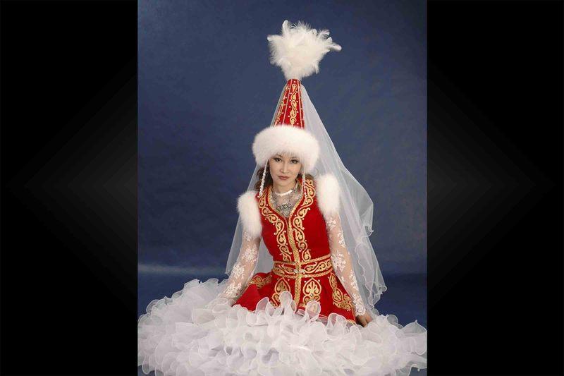Примерьте свадебное казахское платье